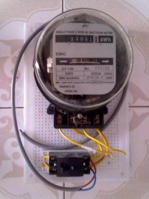 Thợ lắp đồng hồ điện